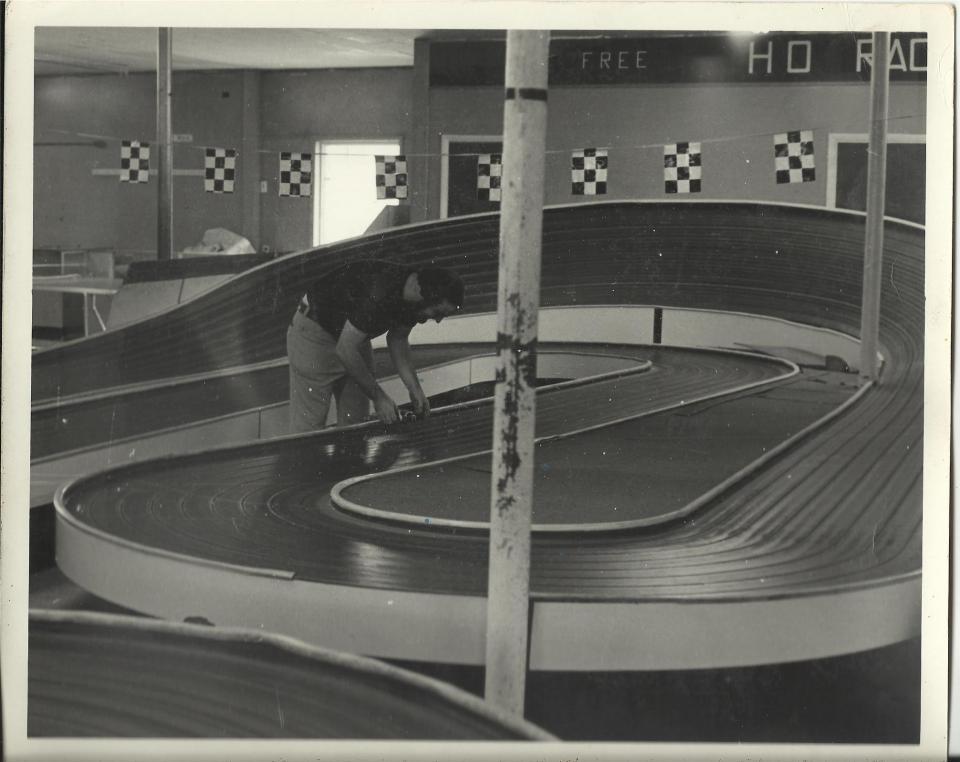 B&J Raceway 2 early '70s.jpg