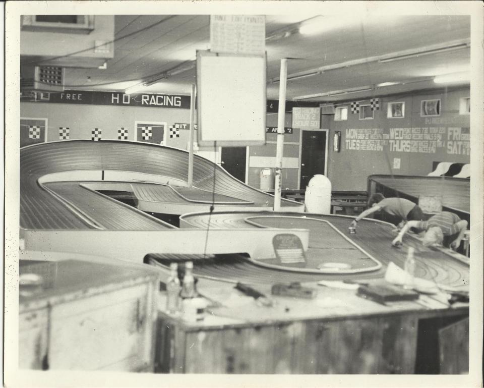 B&J Raceway 1 early '70s.jpg