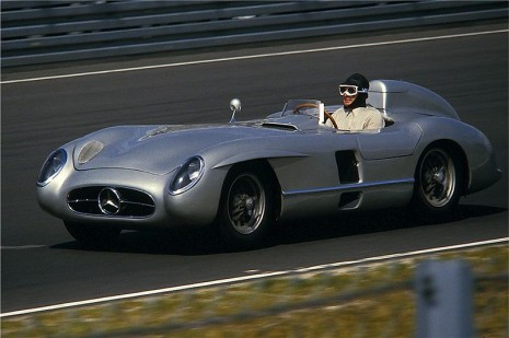 Mercedes-Benz 300 SLR race car.jpg