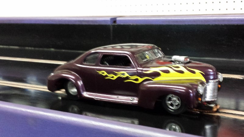 Charlezs Cornell Purple '41 chevy G Gas on track (800x450).jpg